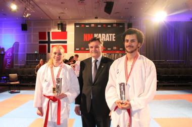 Kongepokaler i karate - thumbnail