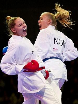 Foto: Alizee Agie fra Frankrike mot Gitte i VM-finalen -68 kg. Foto: CARMEN JASPERSEN/AFP/Getty Images.