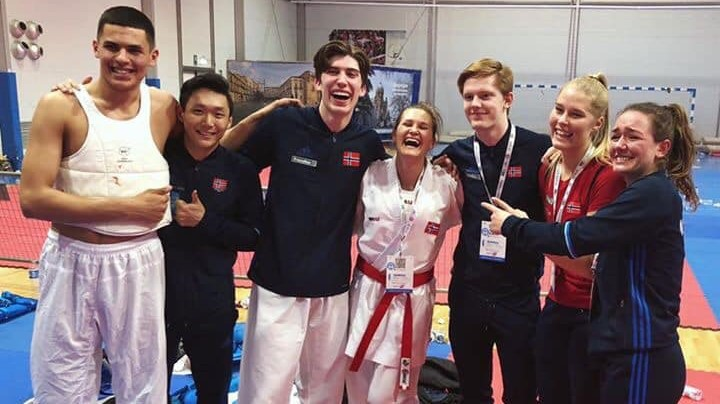 To femteplasser i karate-EM - thumbnail